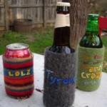 <i><b>Felted Recycled Beverage Coozie. </b></i><br />La mini-guida per costruire un vestito isolante e chic per lattine e bottiglie