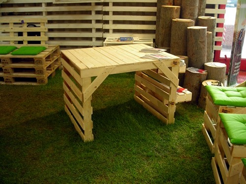 Design sostenibile eco arredo con il riuso del pallet - Mobili fatti con bancali ...