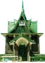 thailandia-tempio-fatto-di-bottiglie-verde