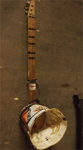 chitarra-secchio