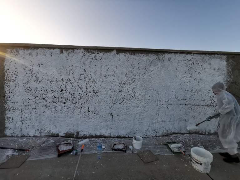 La parete ormai bianca